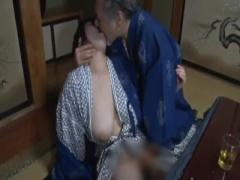慰安旅行で酔いつぶれた夫に内緒で社員二人に寝取られる爆乳社長夫人 ヘン...