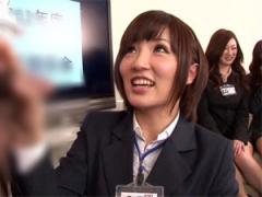 製作部のSOD女子社員がユーザー男性を手コキ射精!