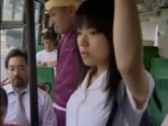 ヘンリー塚本 狙われた女子校生、通学中のバスで集団痴漢に遭うw