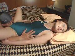 熟女コスプレ個人撮影動画 素人熟女が水着コスプレ ゆるいおマンに食い込...