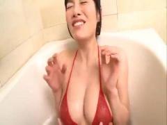 弟とお風呂に入る設定で、ぷるんぷるんのGカップおっぱいを揉まれるお姉ち...