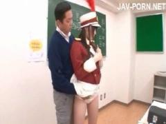 ブラスバンドの美少女JKが、教室でチ○ポに唾液を垂らして手コキ&フェラの...