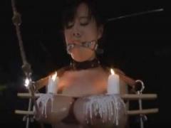 SM動画 開口具をつけられ爆乳おっぱいを挟まれて蝋燭責めされるハードエッチなフェチ動画がこちら! !