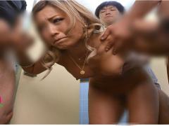 強気で生意気なギャルに屈強な男達が仕返しする! 野外で徹底陵辱されメス...