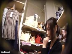 顔撮り! ミニスカアパレル店員を逆さ撮りでパンチラ盗撮 無料動画