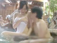 巨乳、巨尻モチ肌な彼女が温泉で寝取られレイプされちゃう青姦ファックの...