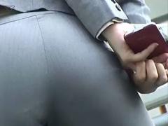 街角OLパンツスーツのピッチピチ! パンティーライン盗撮07