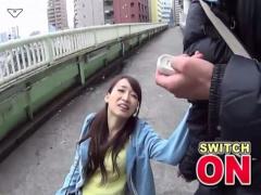 ムリムリ止めて止めてぇ… 歩道橋でアクメに達して腰抜けちゃったぁ! !
