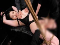 緊縛されて執拗に裸身を苛む恥辱の快楽拷問に悶え狂う女暗殺者