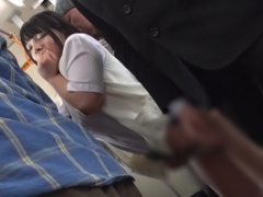 電車内でむっちり黒髪女子校生をチカンする変態男、そのままバックで生ハ...