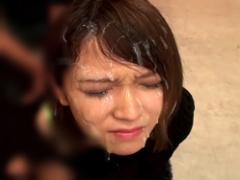 ショートカット激カワ美女の可愛い顔から髪の毛までザーメンまみれになる...