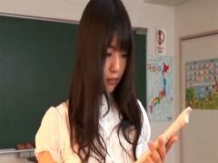 生徒に縦笛を舐め回すところを見られ教室でハメられる変態女教師