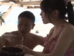 ナンパ 真夏の海辺で水着ギャルの姉ちゃんをナンパw周りにバレないように...