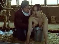ヘンリー塚本 やっぱこの乳でらんねぇえ…爆乳娘が牛舎でボケた親父からな...