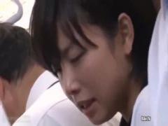 ショートカットの女子校生が痴漢被害。見知らぬ男に精子をかけられる