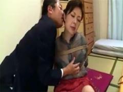 孫の会社の部長に縄で縛られて乳首を固くして調教を受け入れる熟女www