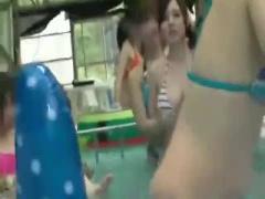 素人レイプ プールでビキニが外れたHカップ美爆乳をガン見して勃起してた...