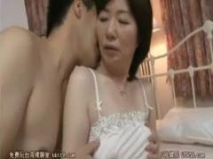 母子相姦 高島和代 息子と一緒にお風呂に入る六十路のお母さん。オッパイ...