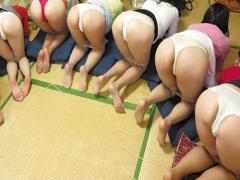 人妻×王様ゲーム 変態痴女の人妻達とエロゲームが始まって巨乳三十路女性...