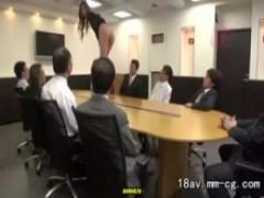 肉便器OL 会社の性欲処理を担当してるOLが会議でテーブル上でストリップさ...