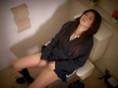 JKトイレオナニー ブレザー制服女子校生がトイレでひっそりとオナニー 動...