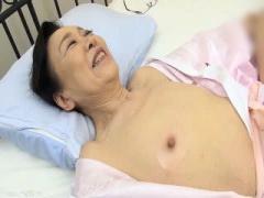 貧乳デカ乳首と低めのアエギ声がエロい還暦超熟女の濃厚SEX