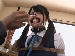 可愛らしい女子校生のあどけない顔がグチャグチャに歪められて容赦ない調...