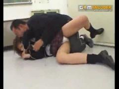 清純な美少女JKが変態教師に教室でレイプされ、前後からチ○ポを突かれて悶...