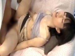 産後若妻、マジックミラー号で母乳吹きながら不倫セックスしてしまう
