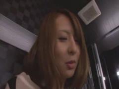 希崎ジェシカがしみけんと、お店のトイレでいきなり立ちバック!