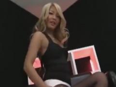 OL黒ギャルのローションパンスト足コキで強制射精させられるM男の動画