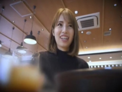 人妻ナンパ 26歳の笑顔の可愛い専業主婦! ご無沙汰なのか、腰を振り乱れま...