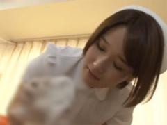 巨乳ナースが童貞チンポを手コキしながらタオルで拭く!