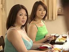 豊満と細身の対照的な叔母さん姉妹の誘惑が気になって勉強どころじゃあり...