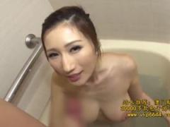 おっぱいの大きな痴女奥様がお風呂場で洗体&濃厚フェラ!