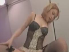 網タイツ白ギャルの騎乗位で悶絶させられるM男動画