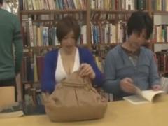 図書館で巨乳のお姉さんをレイプ痴漢しちゃう動画