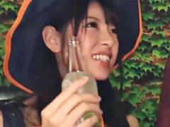 ハロウィンの渋谷でほろ酔いコスプレ美少女達をラブホへ連れ込み、実はヤ...