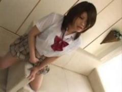 JK角オナニー 茶髪制服女子校生がソファーのひじ掛けの角やテーブルの角で...