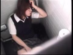JKトイレオナニー 素人女子校生がトイレでオナニーしてるところをガチ盗撮...