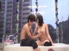 騎乗位セックスを楽しむ素人の美少女と男性が裏山wwwww マジックミラー号 ...