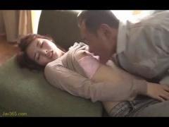 熟女人妻さんの寝取られ動画 可愛い人妻さんがおじさんを誘惑 おじさんの...