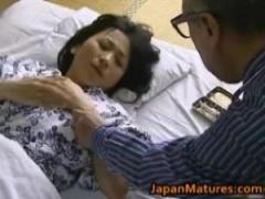 五十路の人妻が医者である義父に睡眠薬を注射され眠ってしまったところを...