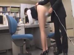 新人研修じゃ! 辰巳ゆいを職場でがっつりセクハラ調教w電マを当てるとオフ...
