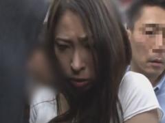 満員電車でショートパンツ巨乳お姉さんをレイプ痴漢動画