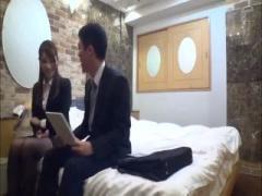 モニタリング 終電間際の人妻OLと輩男子社員w ラブホテルでイケない関係に...