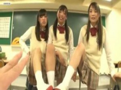 ドM男子必見! 教室で女子校生3人組にチ○ポを攻められる