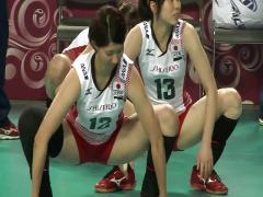 女子バレーボール選手があられもない体勢でストレッチしている所を隠撮