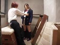 M男がツインテ制服女子校生にお金を払って、ピンサロ嬢のように着衣で手コ...