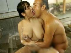 混浴銭湯でセクハラ受ける人妻、身体が火照り不倫セックス①